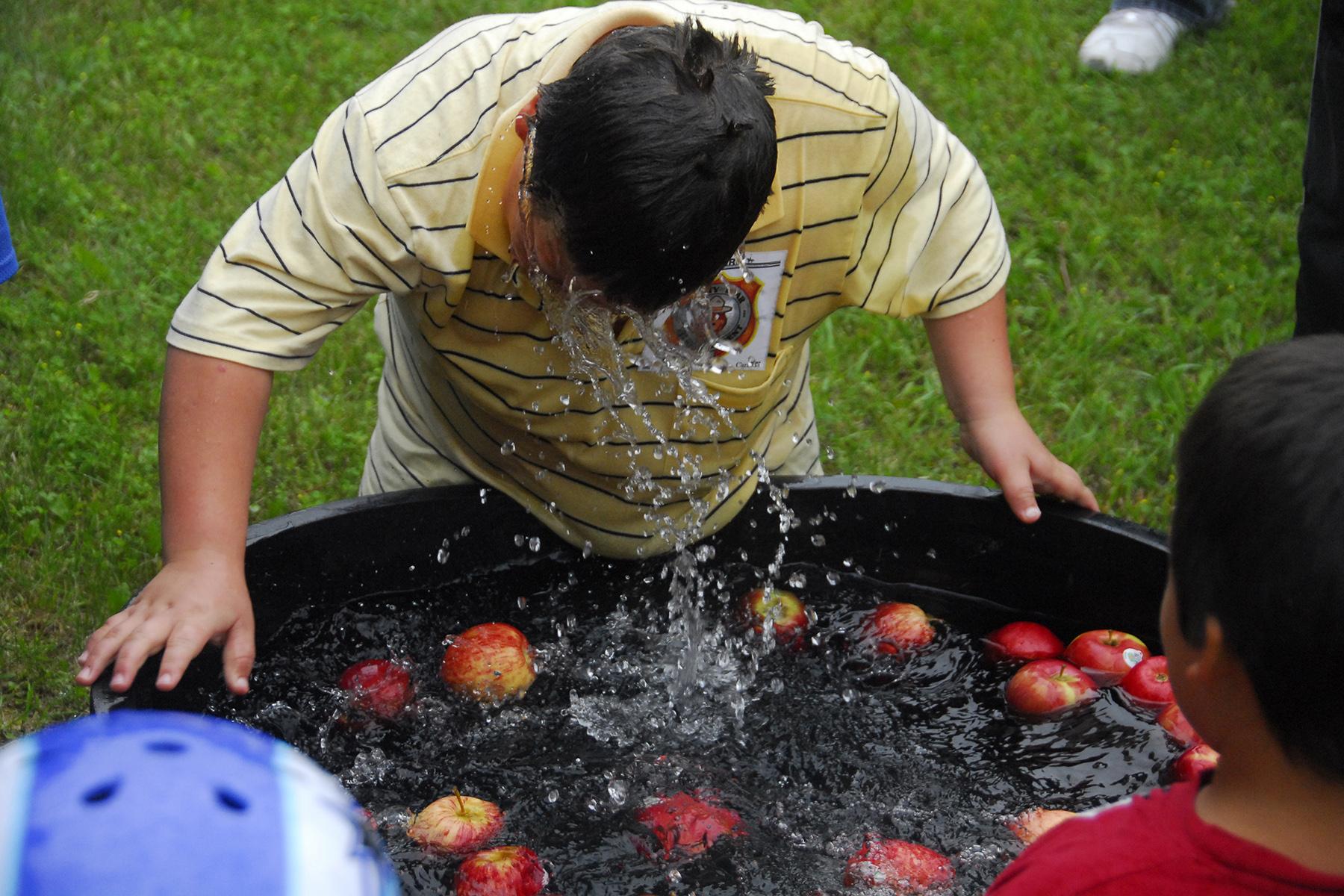 Apple bobbing