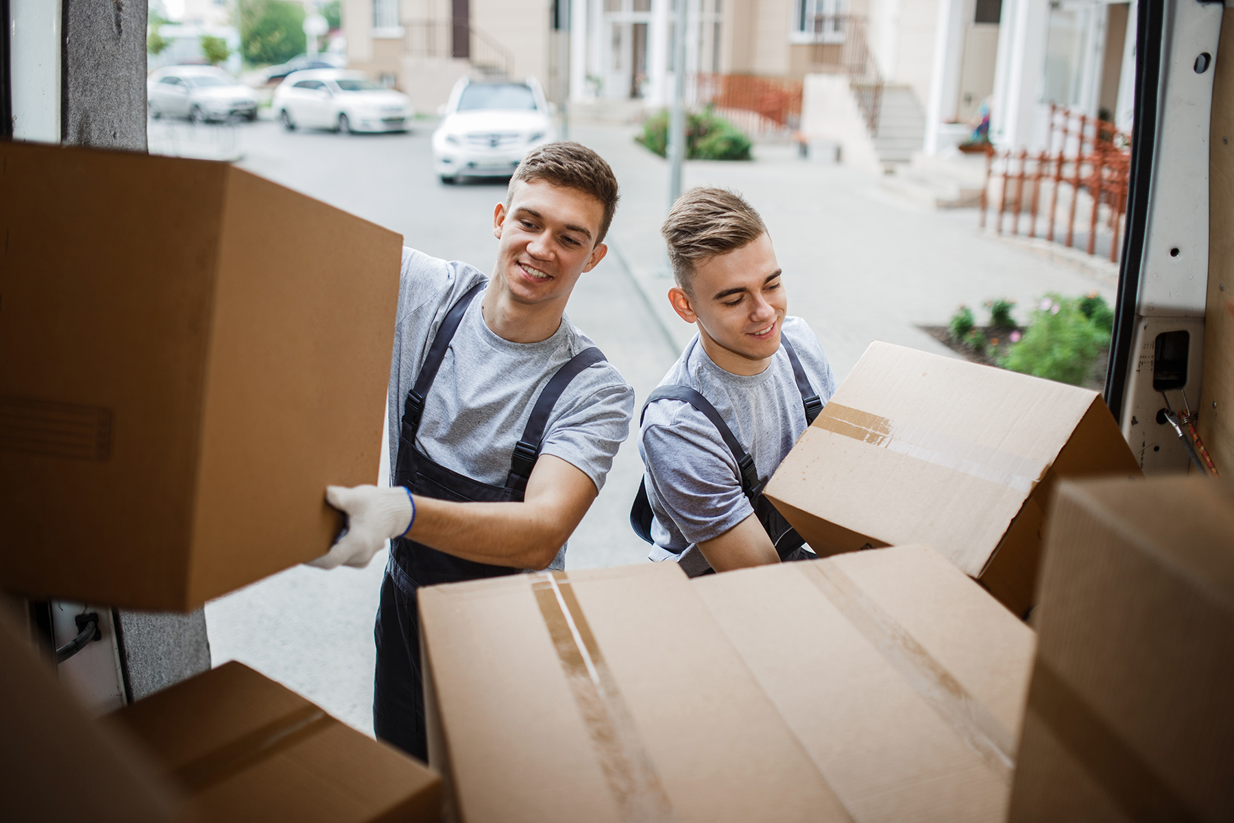 moving out checklist: movers
