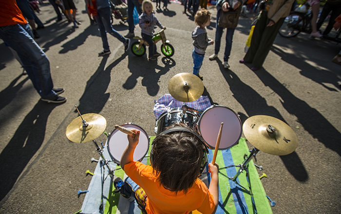 Kid playing instrument on King's day