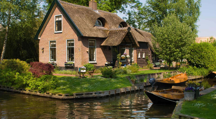 Detached house on water