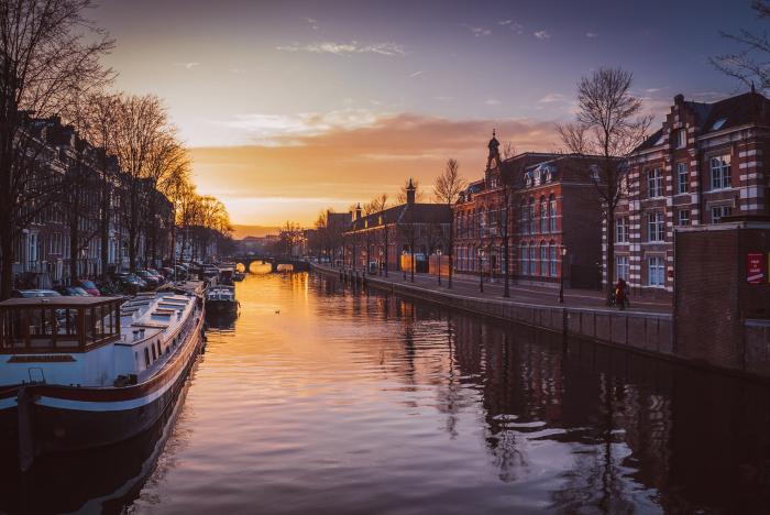 Canal near De Silveren Spiegel restaurant in Amsterdam