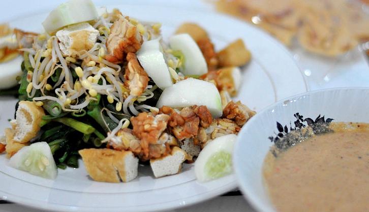 Indonesian food: Gado gado