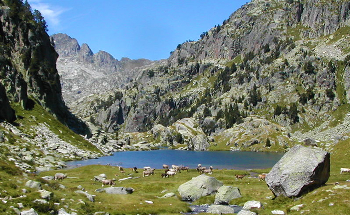 7 most beautiful lakes to visit in Spain: Lago de Sant Maurici