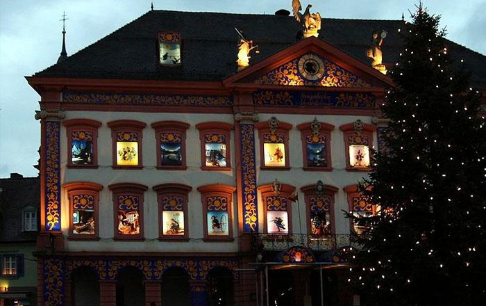 Christmas traditions in Switzerland: Adventsfenster
