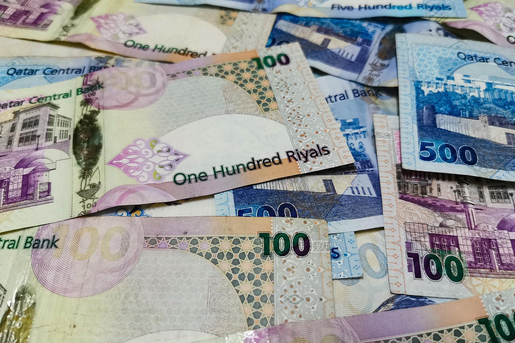 Qatari riyal bills