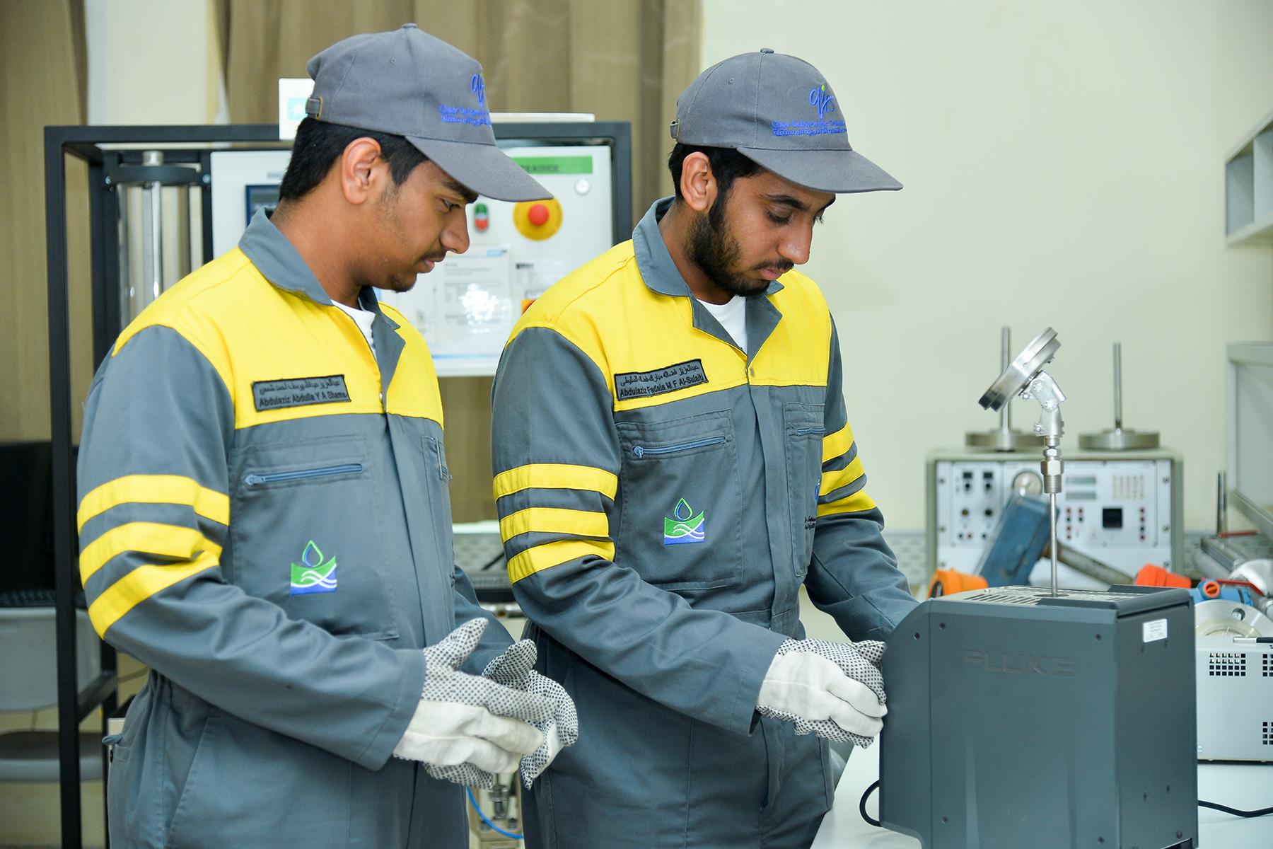 Mechanical engineering students in Qatar