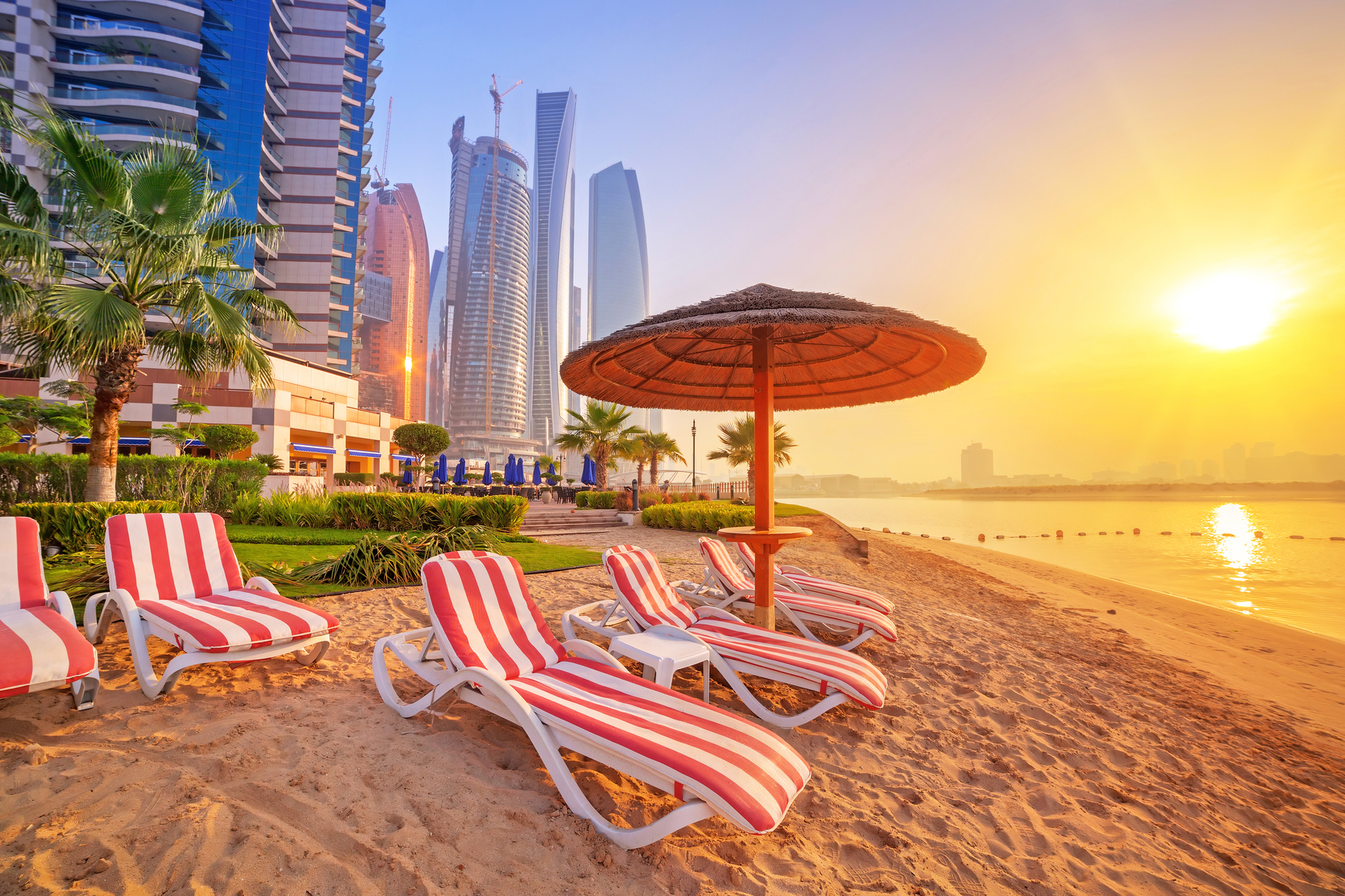 https://www.expatica.com/app/uploads/sites/15/2019/11/Climate-and-seasons-in-the-United-Arab-Emirates.jpg