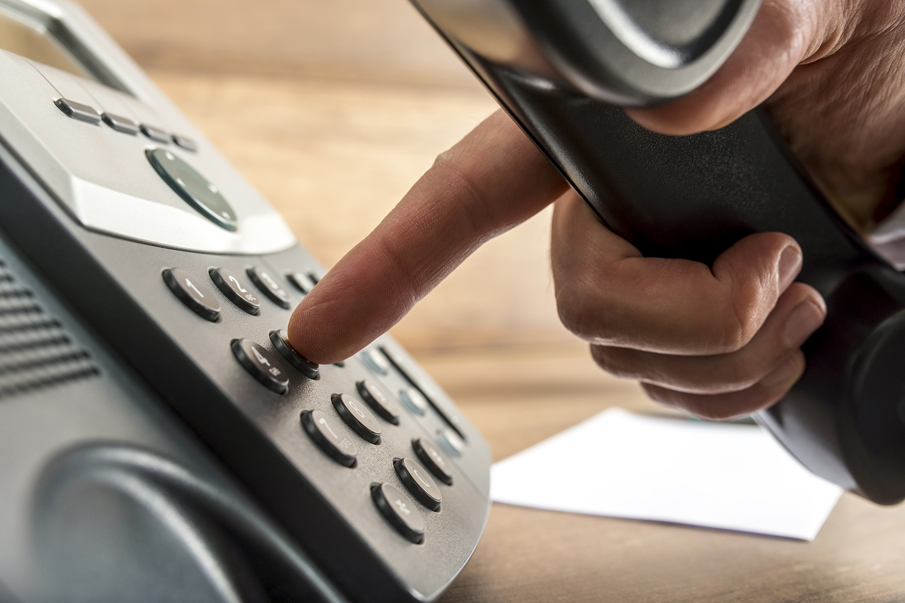Dialling a phone number