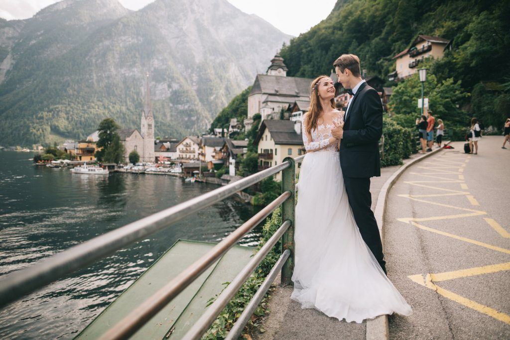 Couple getting married in Austria in Hallstatt