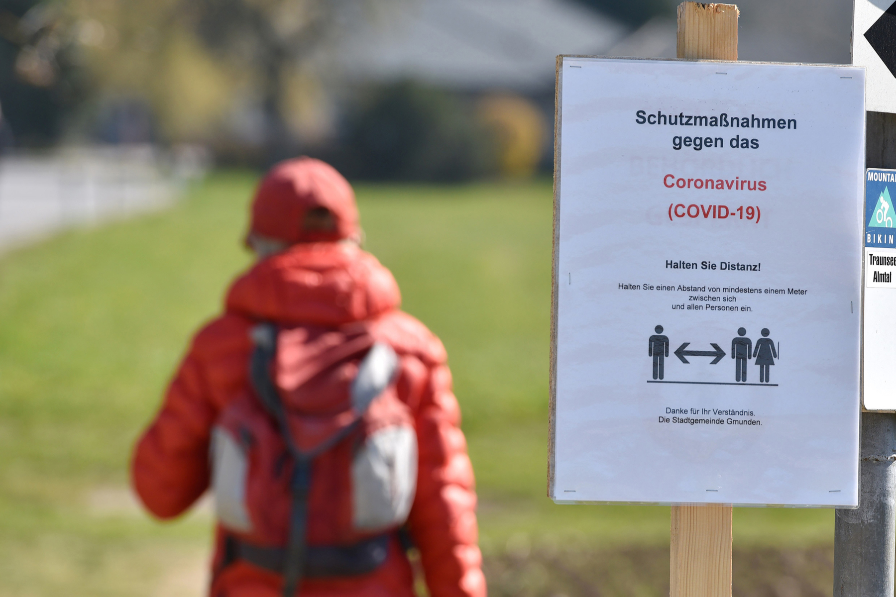 Coronavirus warning sign in Austria