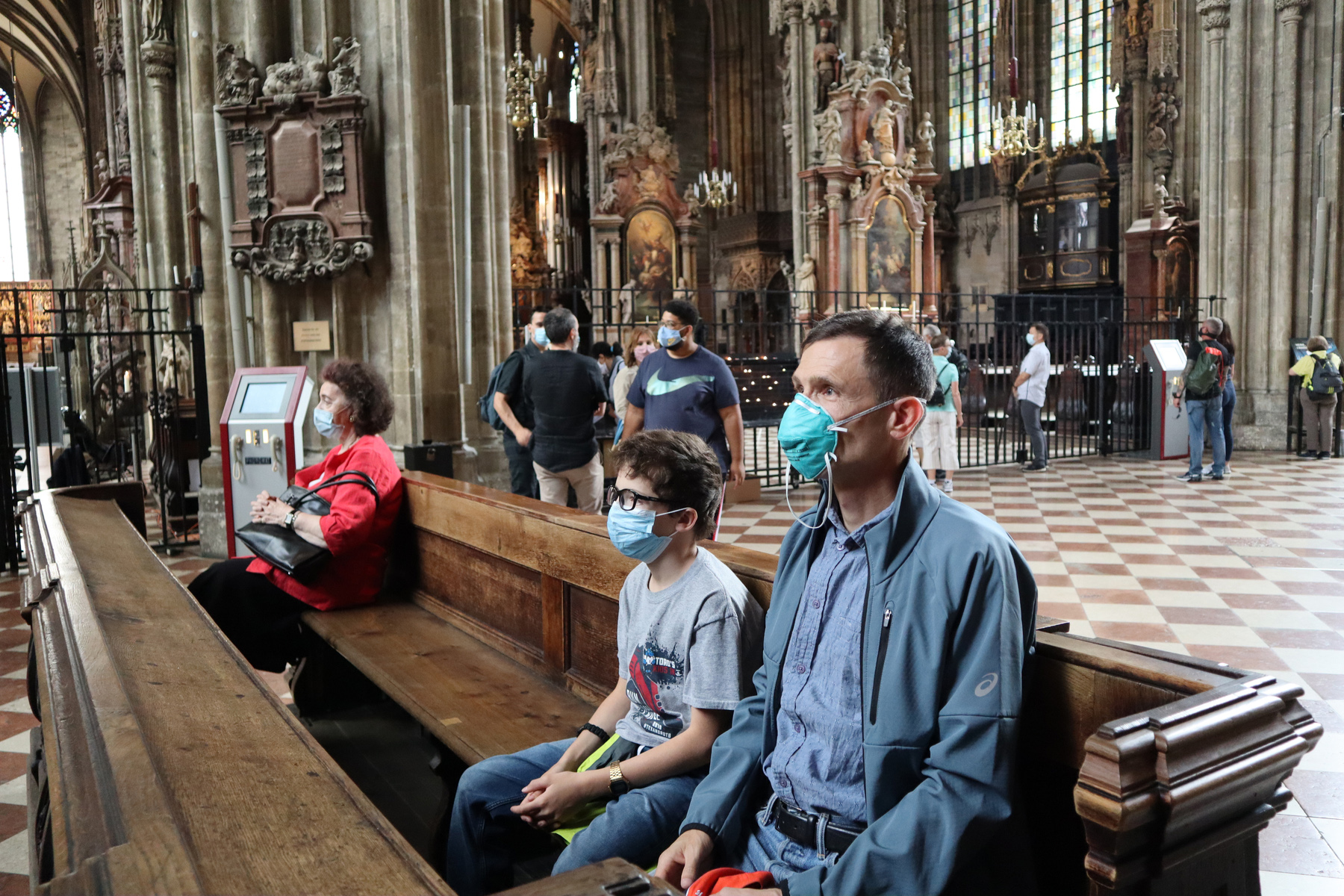 visitors with masks st stephens cathedral vienna
