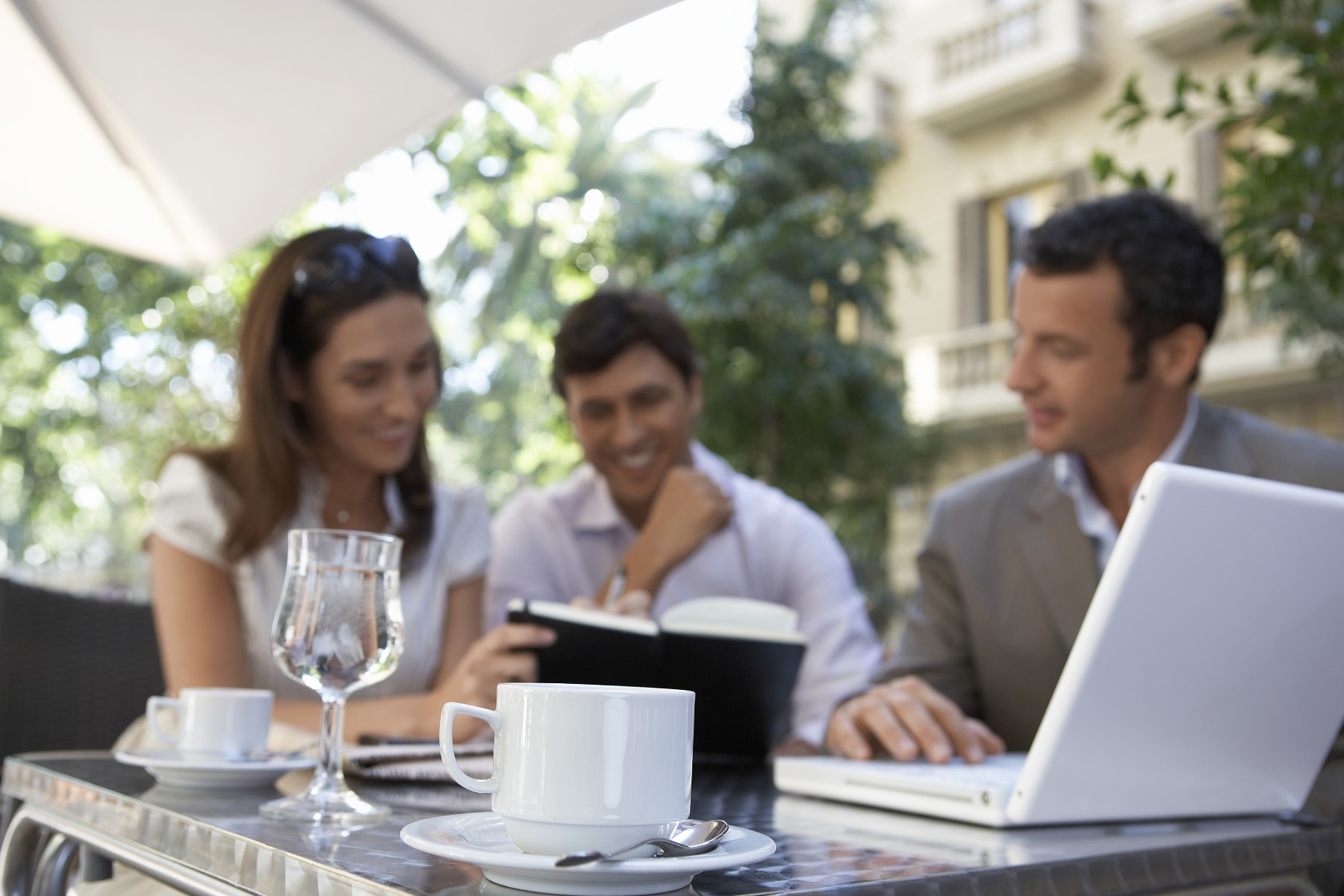 business culture in spain, cafe business meeting