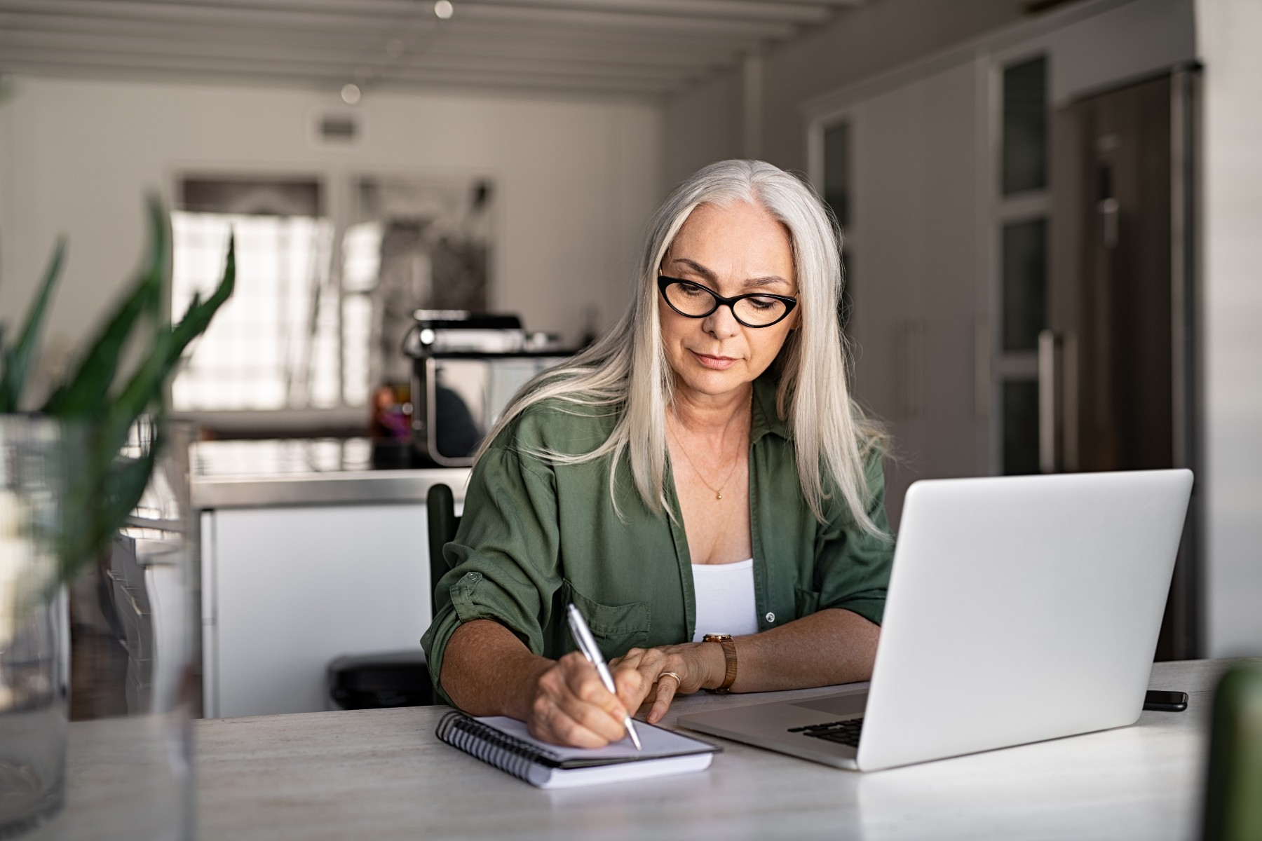 woman calculates retirement in Spain