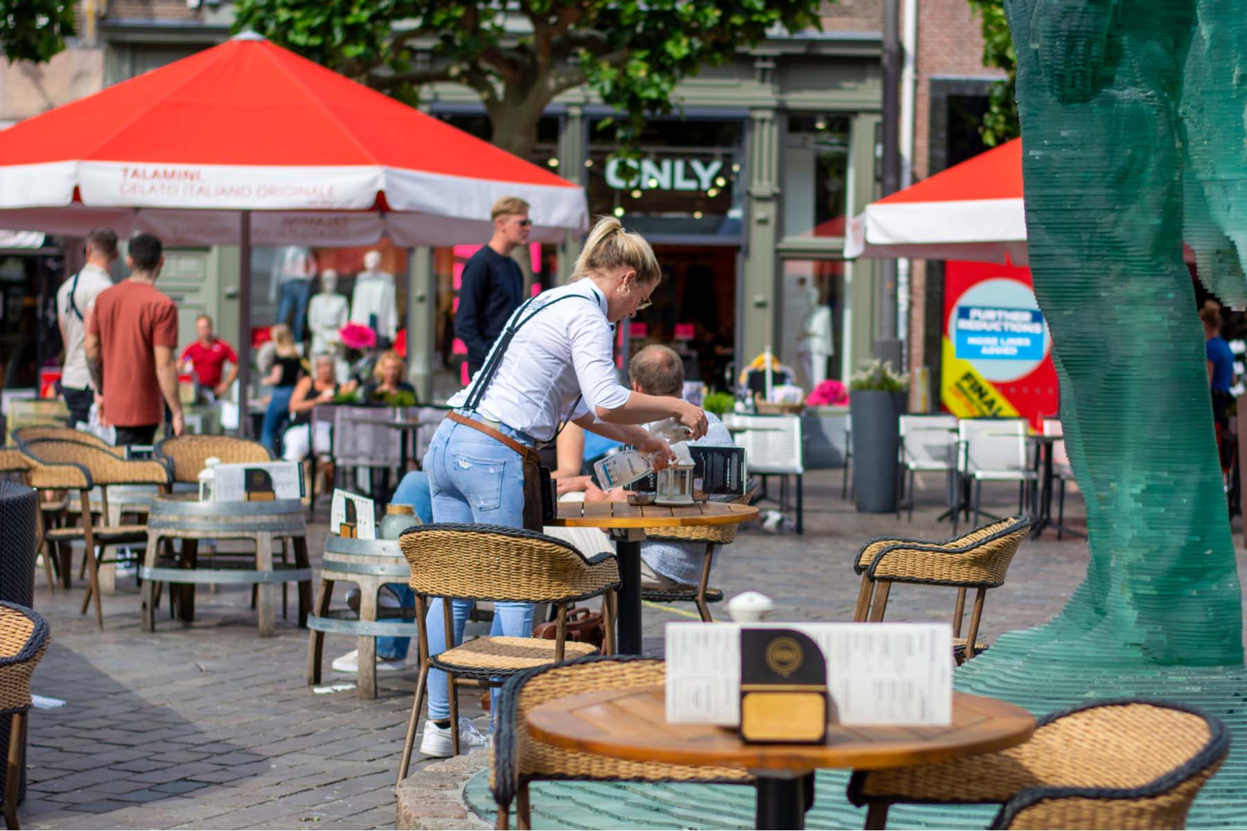 waitress in the netherlands