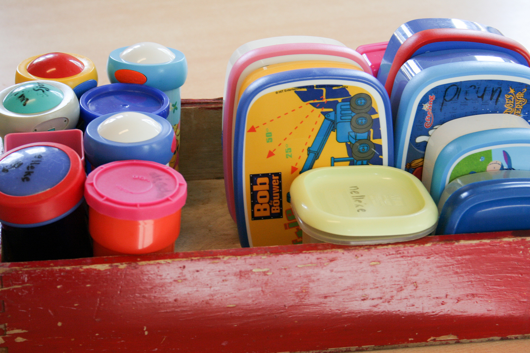 A collection of student lunchboxes at a Dutch school