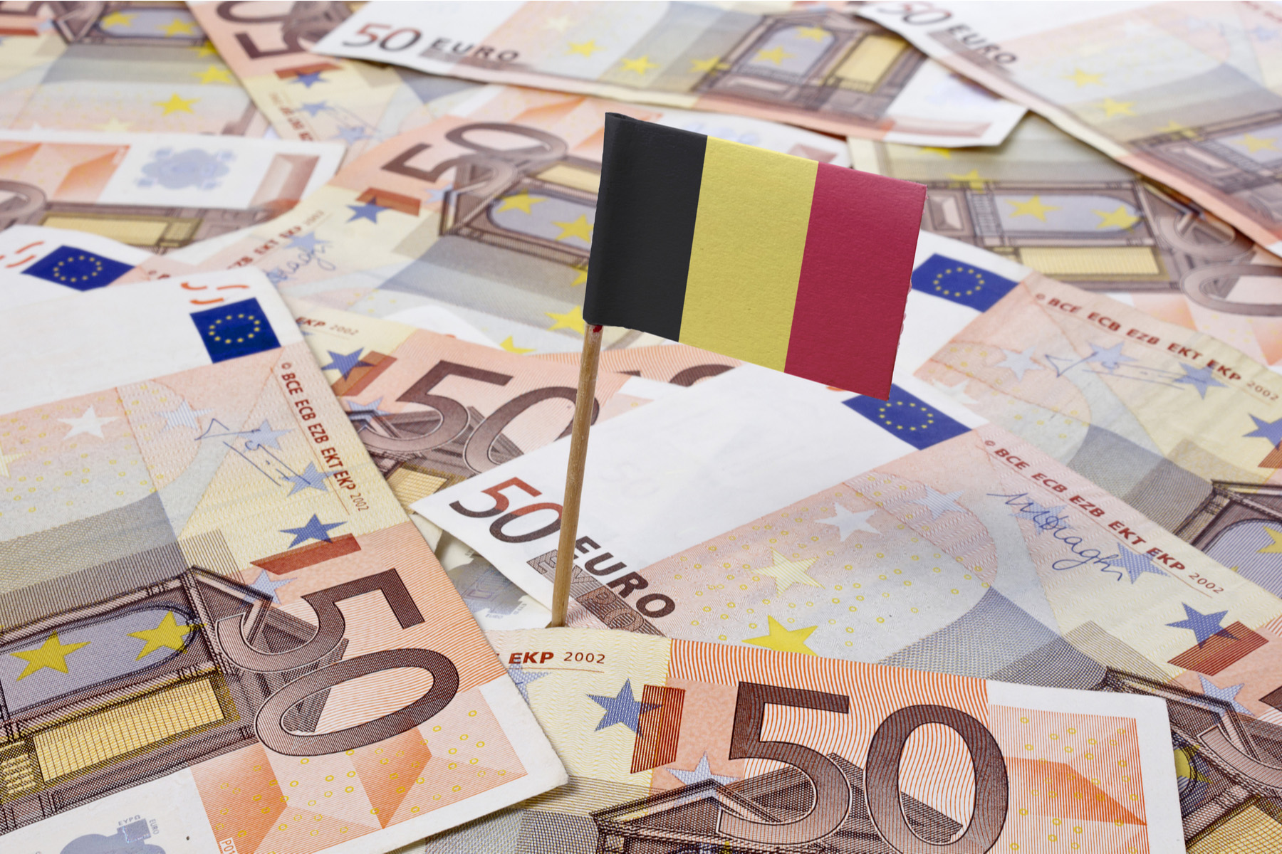 Euro notes and a Belgian flag