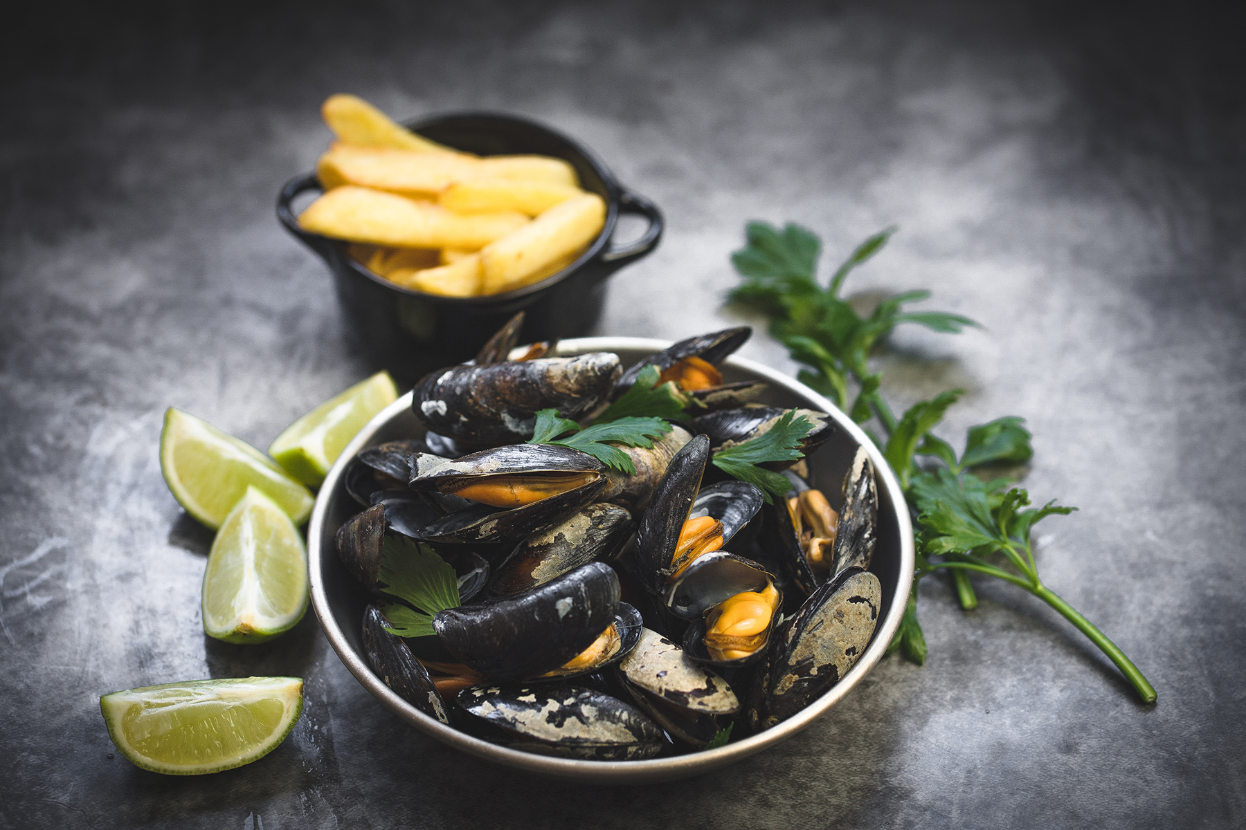 A serving of Belgian moules frites