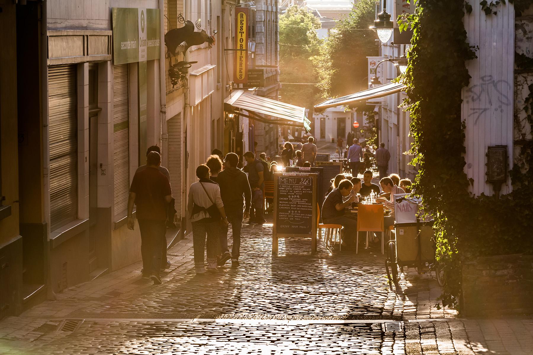 A sunny street in the Marolles neighborhood