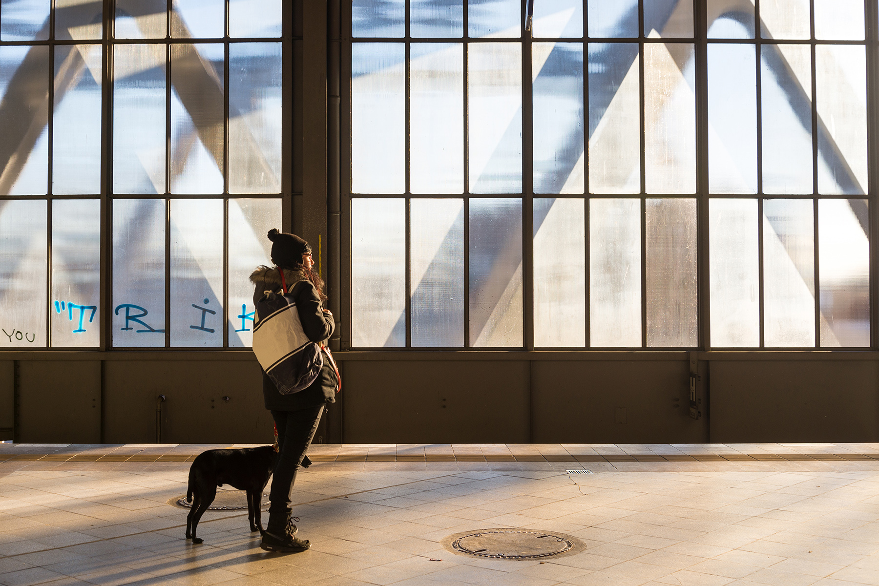 A woman and her dog waiting for a train in Berlin