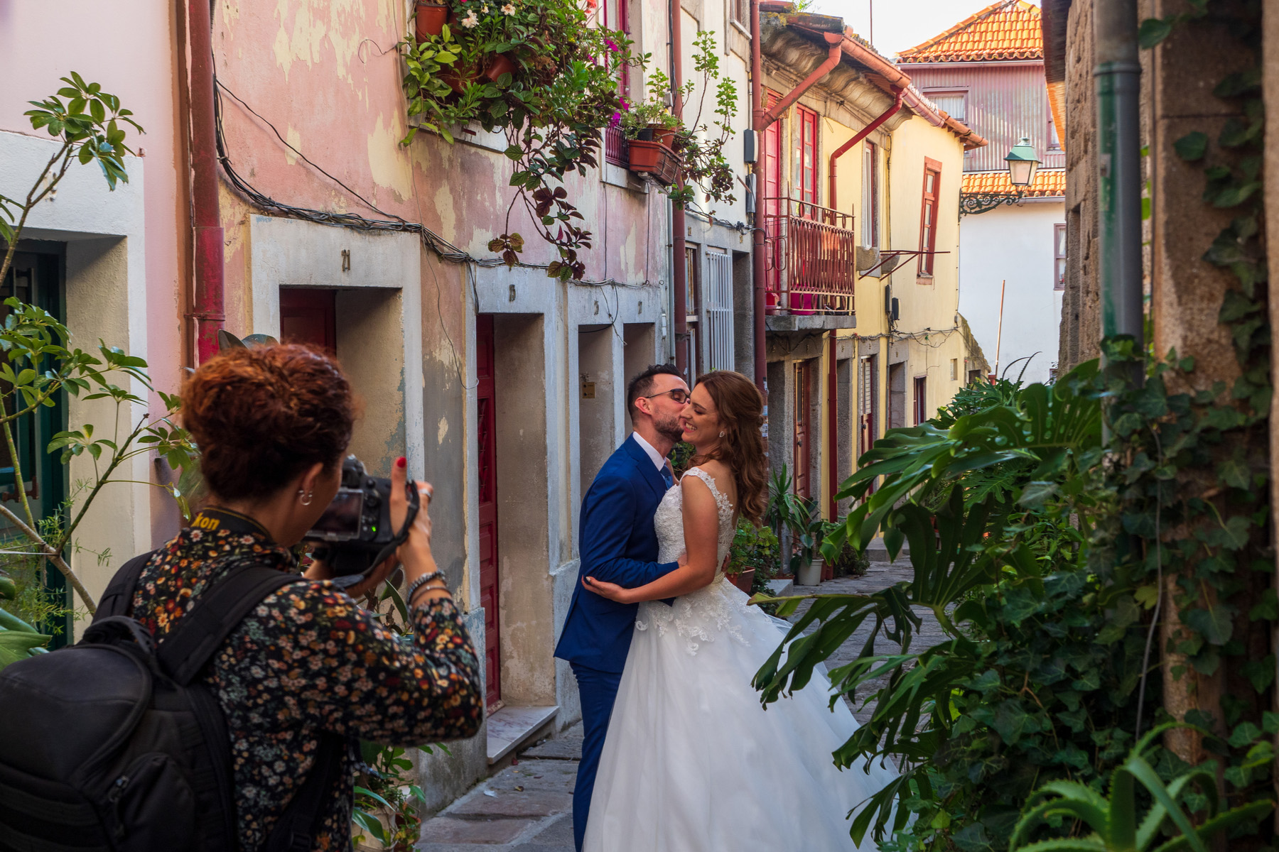 Newlywed couple in Porto