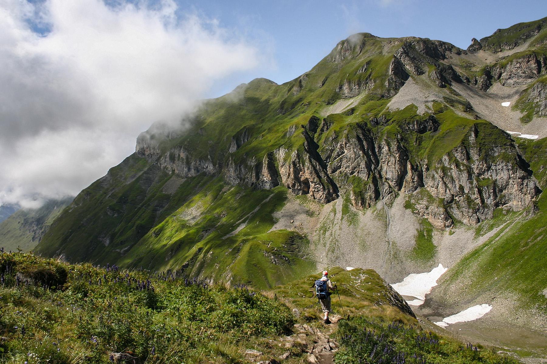 Best hikes in Switzerland: the dramatic landscape of the Interlaken-Oberhasli region
