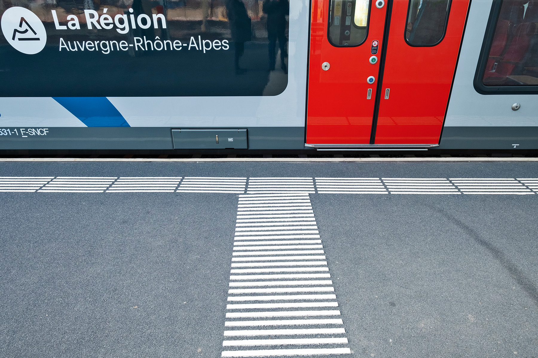 Tactile paving at a train station in Geneva