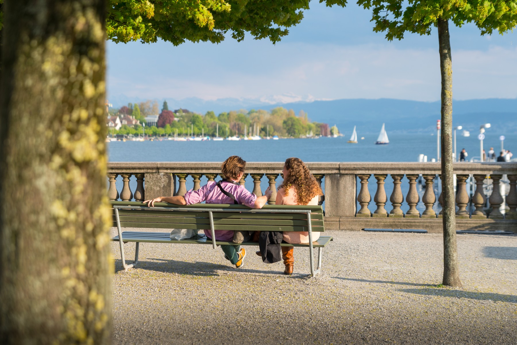 Social etiquette in Switzerland, Swiss couple sitting and talking