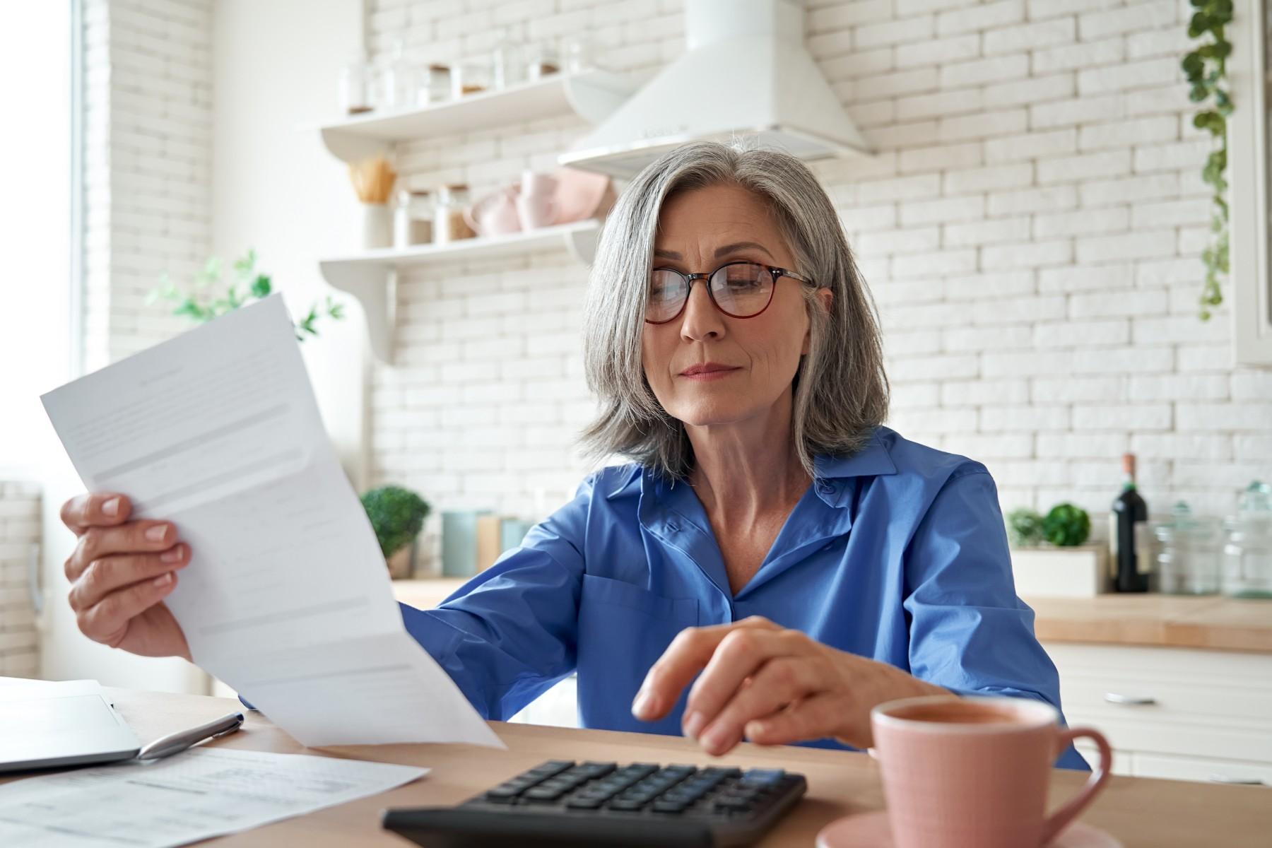 Switzerland labor laws, Swiss woman calculates retirement