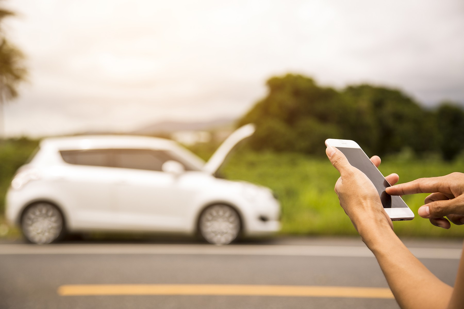 car breakdown insurance in Switzerland, person calls for assistance on roadway
