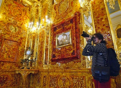 Hunt for Russia's famed Amber Room leads to Nazi bunker