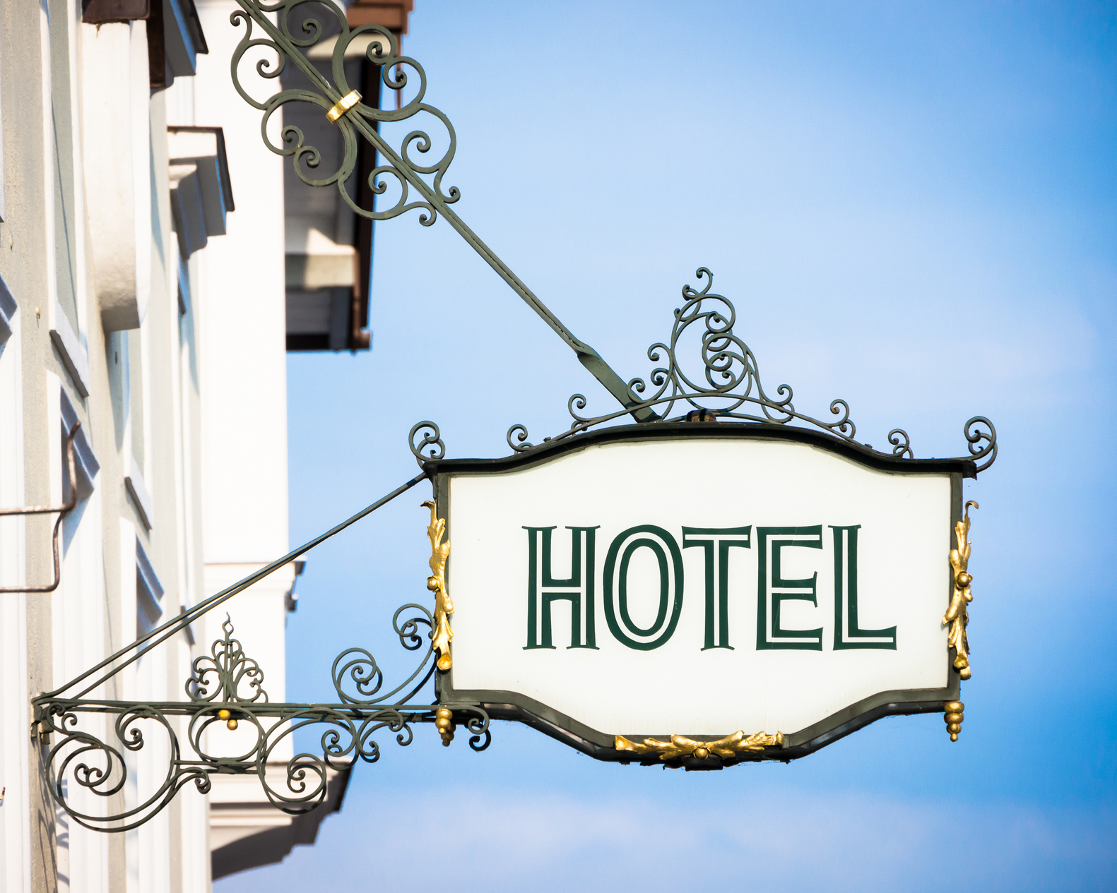 France, Italy, Sweden hotels win right to charge less than Booking.com