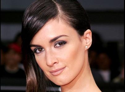 The Spanish paradigm of dark eyes, dark hair