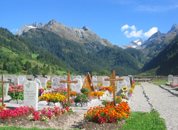 Diccon Bewes: Dead famous in Switzerland