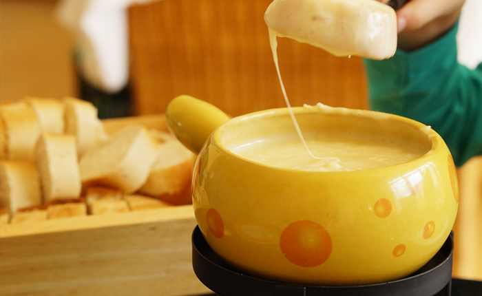 Top 10 Swiss foods – with recipes: Cheese fondue
