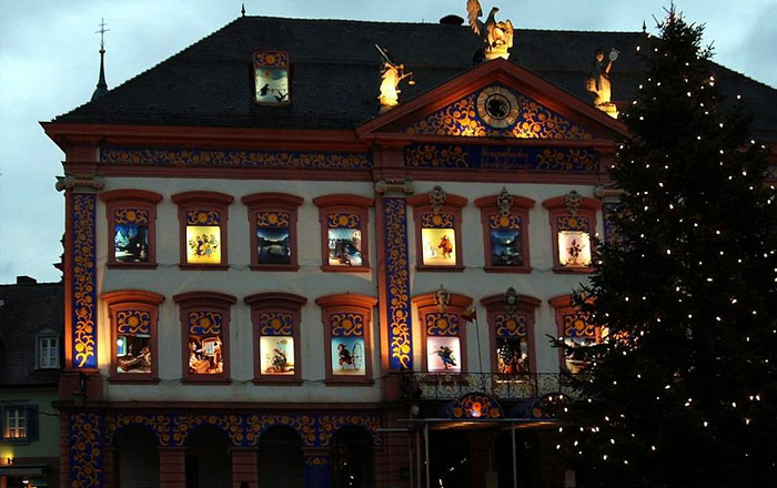 Christmas traditions in Switzerland: Adventsfenster