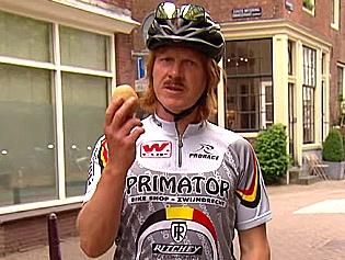 How to navigate the 'Dutch bike jungle' as a tourist