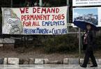 Greece banks on tourism as crisis stings