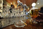 Spain's cafe smokers take last puffs before 2011 ban